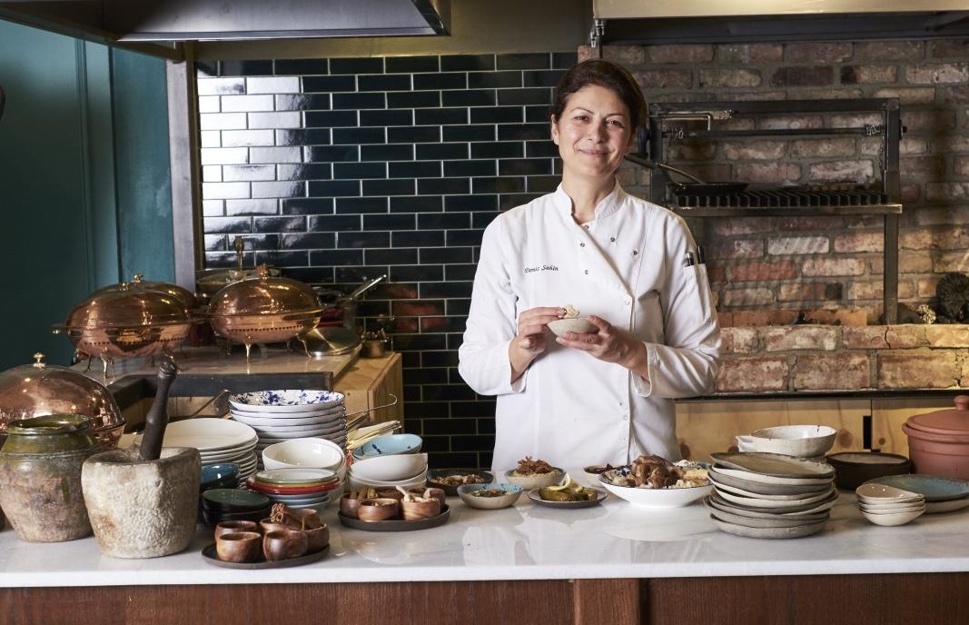 Sade Beş Denizler Mutfağı Şefi Deniz Şahin ile Röportaj